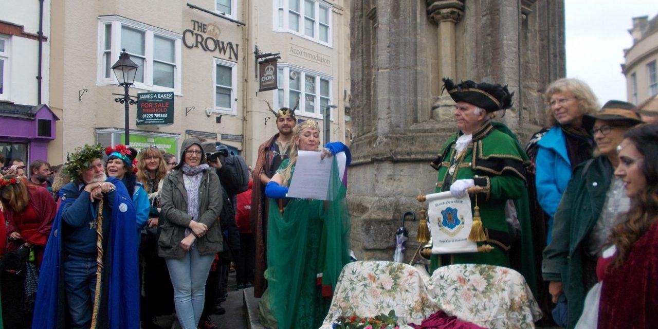1 Mai sărbătorit în Glastonbury (Anglia)